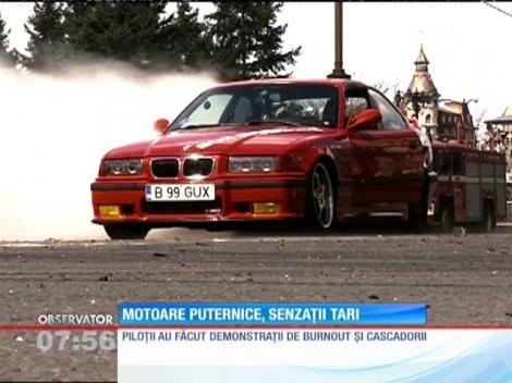 Sute de maşini de drift şi motociclete din toată ţara s-au adunat în Piaţa Constituţiei