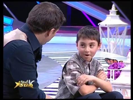 Poveste de viață cutremurătoare! La 8 ani, Luca are grijă de tatăl bolnav de epilepsie, după ce mama lui s-a sinucis