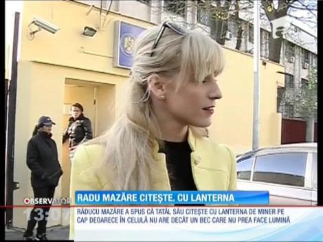 Radu Mazăre citeşte cu laterna