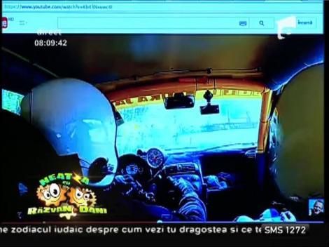Smiley News: Cum să conduci o maşină fără volan!