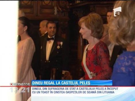 Vytautas Landsbergis, fostul preşedinte al Lituaniei, decorat într-o ceremonie regală la Castelul Peleș