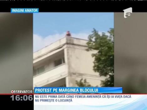 Femeie care amenința că se va arunca de pe bloc, convinsă să coboare