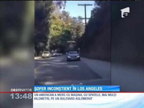 A mers cu mașina, cu spatele, pe un bulevard aglomerat din Los Angeles!