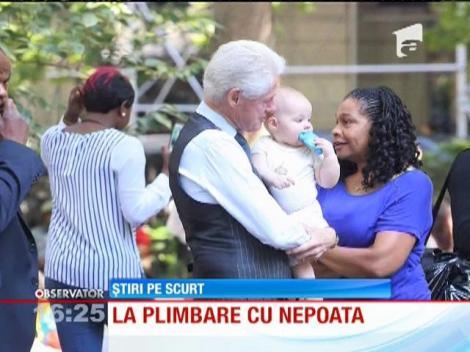Fostul preşedinte american, Bill Clinton, la plimbare cu nepoata