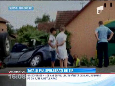 Un copil de 8 ani şi tatăl lui, striviți în propria mașină de un TIR