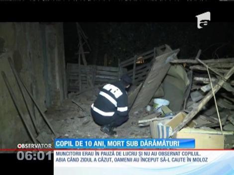 Un copil de 10 ani din în Argeş, mort sub dărâmături