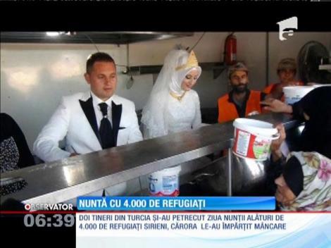 Doi tineri din Turcia au împărțit mâncare în ziua nunții, la 4.000 de refugiați sirieni