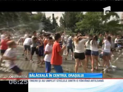 100 de tineri din Ploieşti au scăpat de caniculă într-un mod inedit
