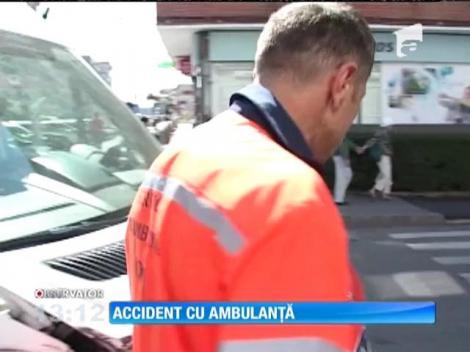O ambulanţă a lovit două maşini în Târgu-Jiu