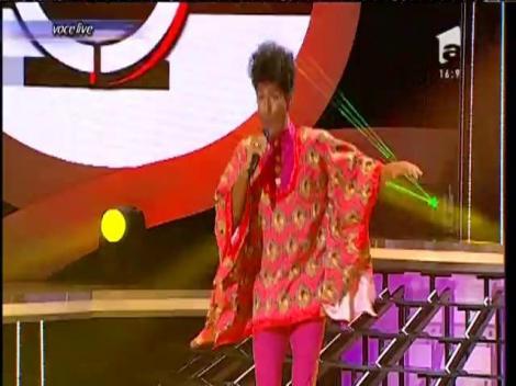 """Cezar Oautu se transformă în Little Richard - """"Tutti frutti"""""""