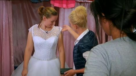 Vedetele și mirii merg în căutarea rochiei de mireasă