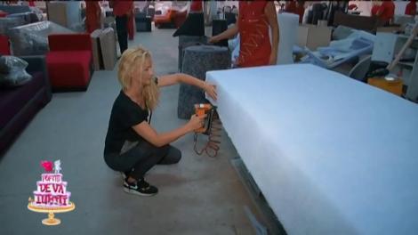 Greu cu mobila! Vedetele lui nea Mărin, angajate într-o fabrică!