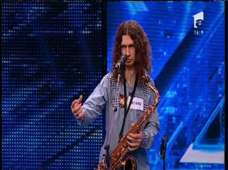 """Joe Cocker - """"You Can Leave Your Hat On"""". Vezi interpretarea lui Danie Dan, la X Factor!"""