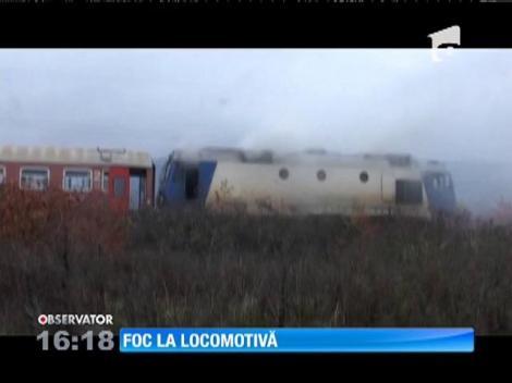 Locomotiva unui tren de călători a luat foc în apropiere de gara din Baia Mare