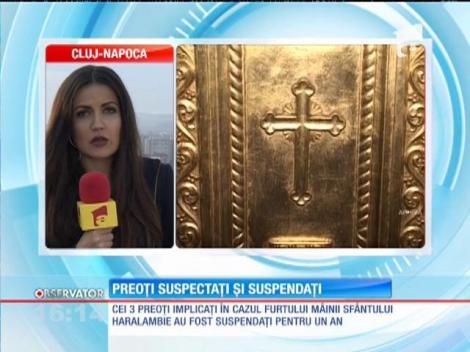 Cei trei preoţi implicaţi în cazul furtului mâinii sfântului Haralambie au fost suspendaţi pentru un an