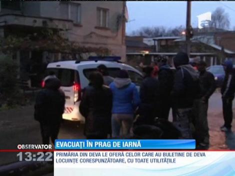 Zeci de oameni au fost evacuaţi dintr-o clădire din Deva