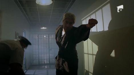 Asta înseamnă să fii mafiot! Don Giovanni jurizează un concurs de glume în pușcărie!