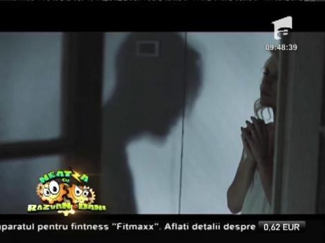 """Videoclip! Amna feat. Robert Toma - """"În oglindă"""""""