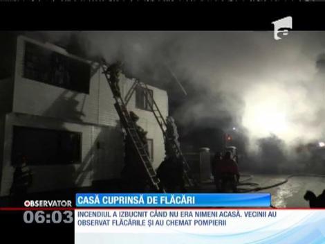 Un incendiu puternic a mistuit o vilă, în Suceava