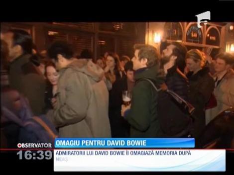 Petrecere pe stradă în memoria lui David Bowie