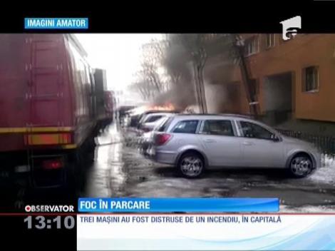 Trei maşini s-au făcut scrum în parcarea unui bloc din Capitală