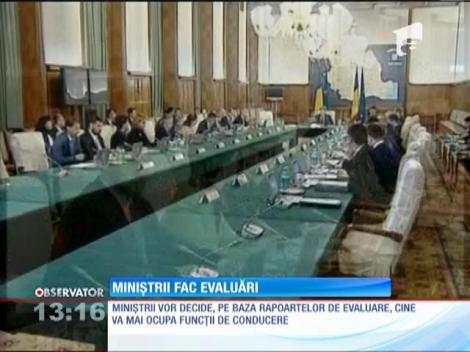 Miniştrii decid cine va mai ocupa funcţii de conducere