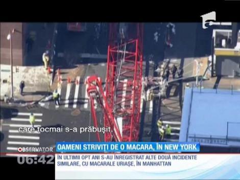 O macara înaltă cât un bloc cu 20 de etaje s-a prăbuşit pe o stradă din New York