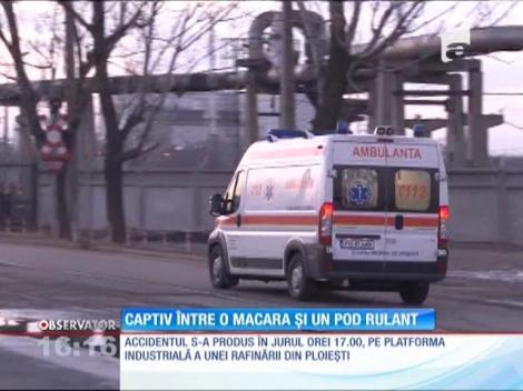 Accident de muncă pe platforma unei rafinării din Ploieşti. Un muncitor a fost prins între o macara şi un pod rulant