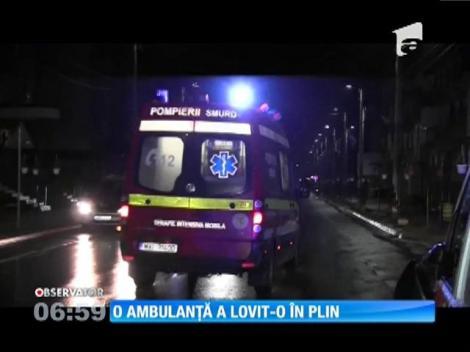 O ambulanţă condusă în grabă către spital a spulberat o femeie, pe o trecere de pietoni din Baia Spire, Maramureş