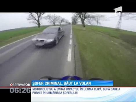 Inconştienţă criminală la volan. Un șofer a fost la un pas să omoare un motociclist