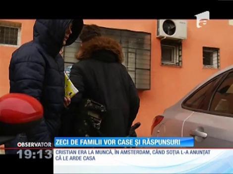 Locatarii blocului distrus de flăcări, în Bucureşti, s-au întors să-şi recupereze ce pot din bunuri. S-ar putea să nu se mai revină niciodată în garsonierele făcute scrum
