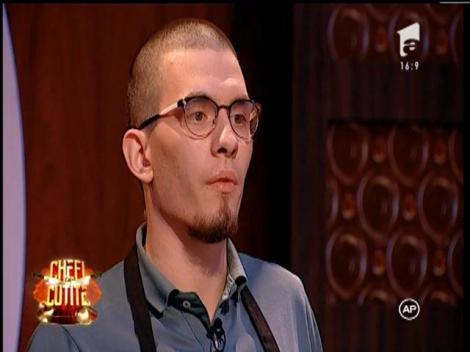 L-a sfidat pe chef Scărlătescu și a devenit aliat în echipa neagră! Eusebiu Tuchilus a gătit pentru Brad Pitt și a renunțat la job pentru a veni la emisiune!