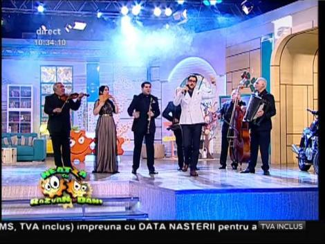 """Cezar Ouatu a dat-o, oficial, pe muzică de petrecere alături de taraful """"Silvian Voicu""""! """"Uite aşa aş vrea să mor"""", într-o altă variantă!"""