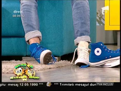 """Dani, ce ai în picioare?! Noua modă pleacă de la """"Neatza""""! Ziua în care se poartă pantofi de culori diferite"""