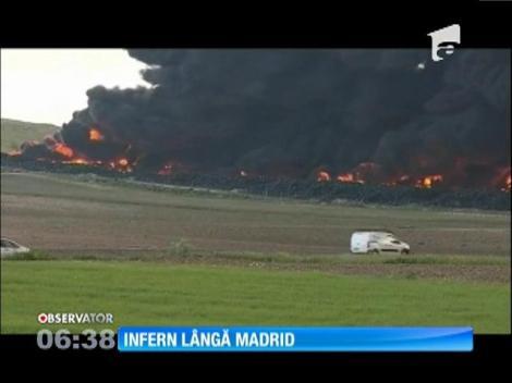 Incendiu la cel mai mare depozit de anvelope folosite din Europa. Autorităţile au evacuat câteva mii de localnici
