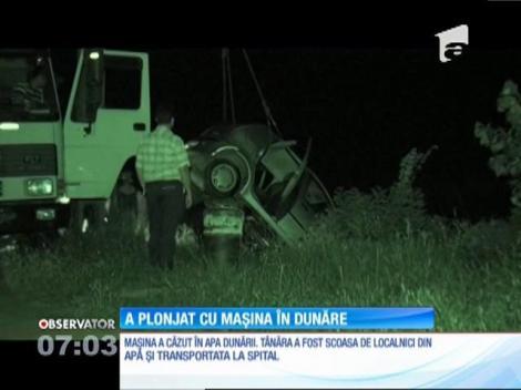A apăsat acceleraţia în loc să frâneze și a plonjat cu mașina în Dunăre