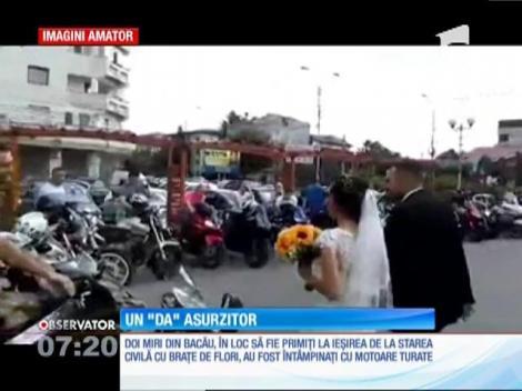 Bacău: Doi tineri proaspăt căsătoriţi, întâmpinaţi de 50 de motociclete turate, la ieşirea de la starea civilă