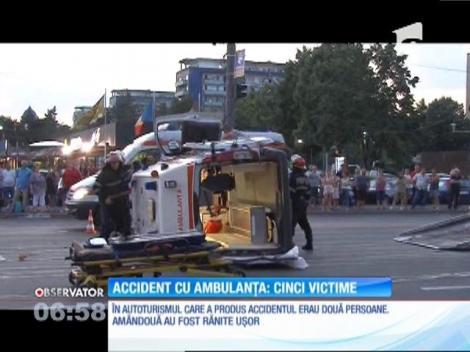 Accident grav la Ploieşti! O maşină a lovit în plin o ambulanţă care transporta de urgenţă un pacient la spital