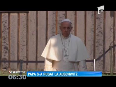 Papa Francisc s-a rugat la Auschwitz