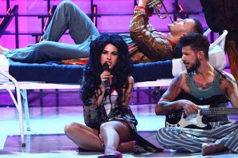 Amna se transformă în Amy Winehouse - Rehab