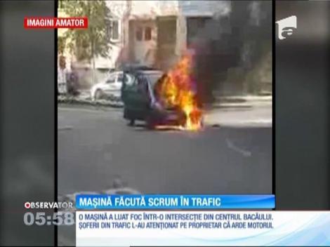 Mașină făcută scrum în trafic