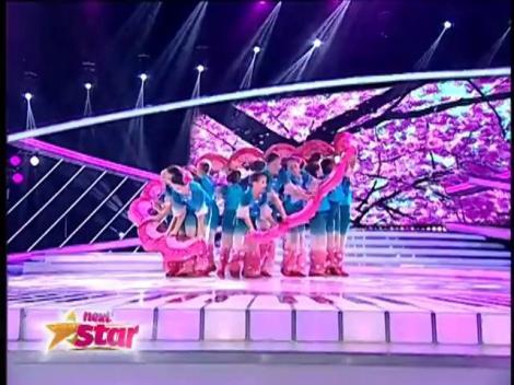 Trupa Mini Vogue, din Ploieşti, impresionează juriul cu un dans chinezesc de excepţie