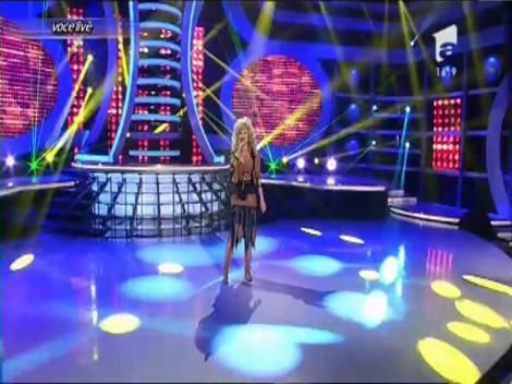 Misha se transformă în Dolly Parton - Jolene