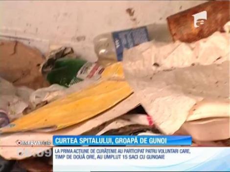 Curtea spitalului Mârzescu din Braşov a ajuns o groapă de gunoi
