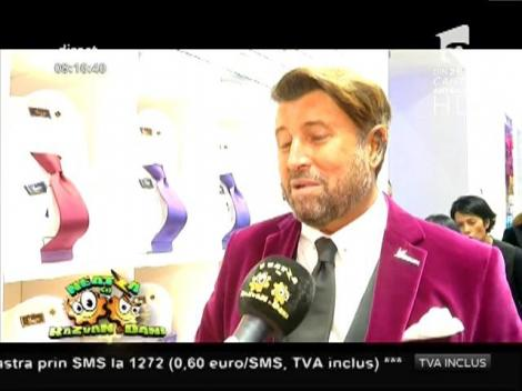 Prezentare de modă mai puţin obişnuită!  Diana Dumitrescu şi Tania Budi au îmbrăcat bărbaţii!