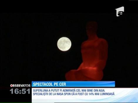 """""""Superluna"""" a făcut spectacol pe cer! Imagini de colecție ce au uimit întreaga planetă! (VIDEO)"""