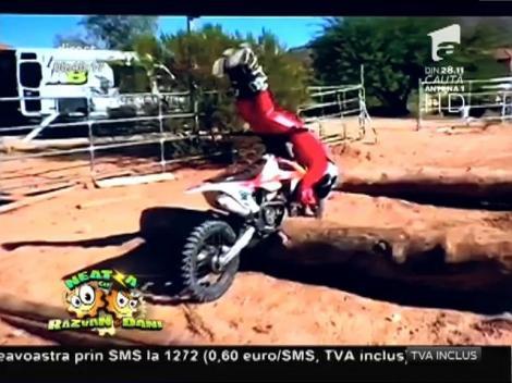 Mannequin challenge pe motoare de enduro!