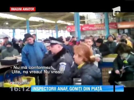 Inspectorii ANAF, goniți dintr-o piață din Bacău