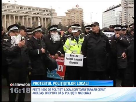 Peste 1000 de agenţi de la poliţia locală au protestat în faţa Guvernului