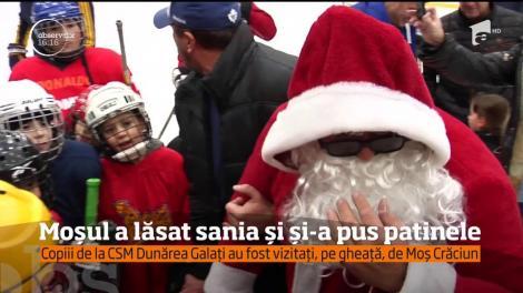 Copiii de la CSM Dunărea Galați au fost vizitați, pe gheață, de Moș Crăciun